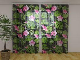 Trópusi virágok fekete háttérrel