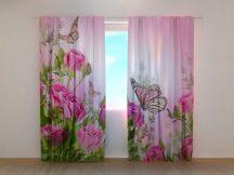 Pillangók és rózsaszín rózsák