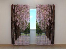 Útmenti fák virágszirmokban